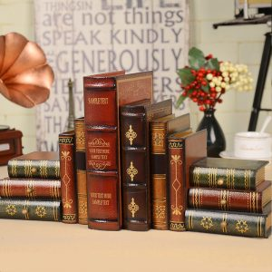 sách cổ trang trí